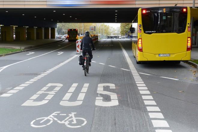 Der oberirdische Teil der Schützenbahn darf in Fahrtrichtung Norden nur noch vom Rad- und Busverkehr befahren werden.