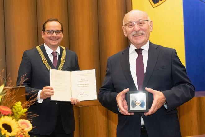 Rudolf Jelinek wurde die Ehrenplakette der Stadt Essen verliehen.