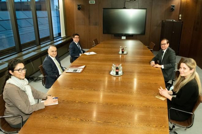 Oberbürgermeister Thomas Kufen empfängt den türkischen Generalkonsul Sener Cebeci.