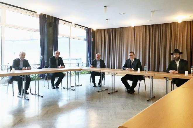 Foto: Oberbürgermeister Thomas Kufen besuchte die jüdische Kultusgemeinde an der Sedanstraße.
