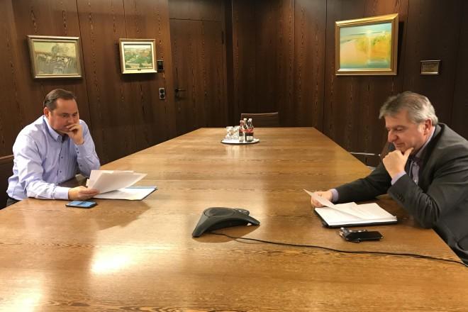 Oberbürgermeister Thomas Kufen und Gesundheitsdezernent Peter Renzel nahmen am Montag, 7. Dezember, an einer Telefonkonferenz teil.