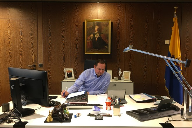 Foto: Oberbürgermeister Thomas Kufen nimmt an der digitalen Vorstandssitzung des Städtetags NRW teil.