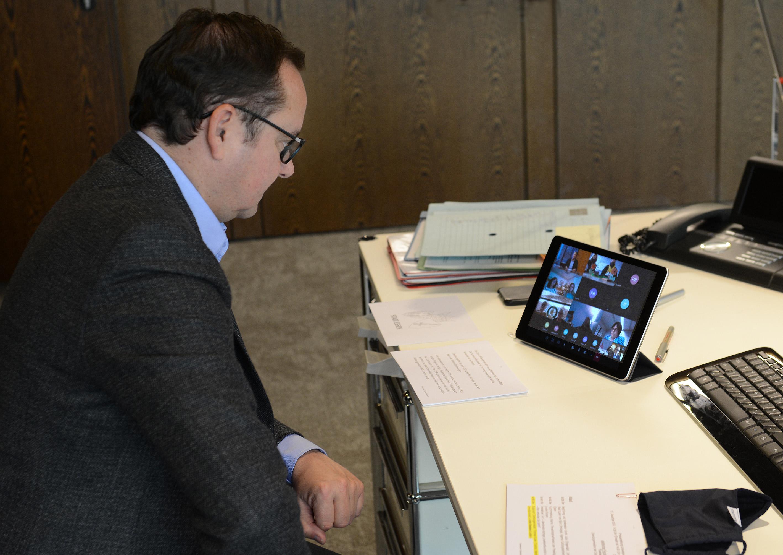 Oberbürgermeister Thomas Kufen nimmt an der virtuellen Preisverleihung des Essener Umweltpreises teil.