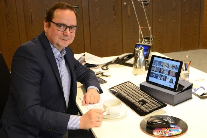 """Oberbürgermeister Thomas Kufen nahm an der Pressekonferenz zum """" SauberZauber"""" teil, die in diesem Jahr digital stattfand."""