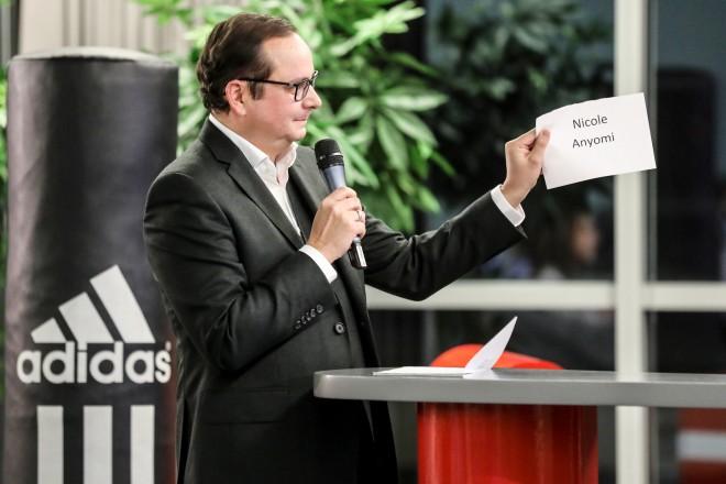 Oberbürgermeister Thomas Kufen nahm die Auszeichnung der Sportlerin des Jahres vor.