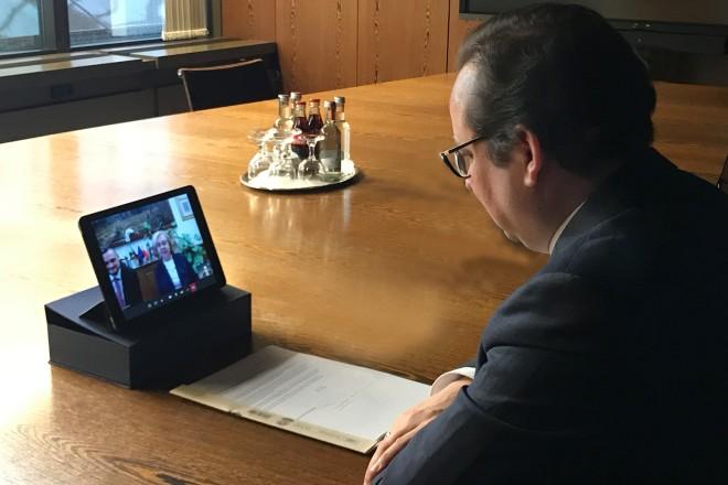 Oberbrügermeister Thomas Kufen im Gespräch mit der Stadtpräsidentin von Zabrze, Małgorzata Mańka-Szulik.