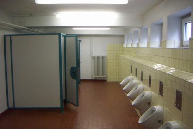 Vorher: Die alte Jungentoilettenanlage entsprach nicht mehr den heutigen Anforderungen.