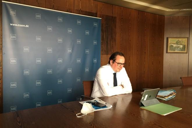 Foto: Oberbürgermeister Thomas Kufen wirbt auch in digitaler Form innerhalb der Essener Stadtgesellschaft intensiv für die neue Junior-Universität Essen.