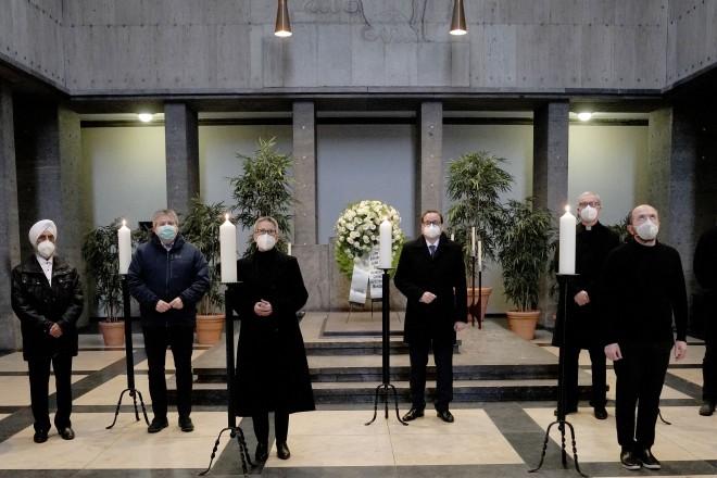 Die Anwesenden zündeten im Nachgang in Gedenken eine Kerze an.
