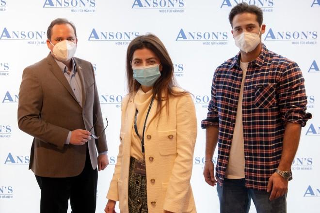 Freuen sich über die Neueröffnung von ANSON'S in Essen (v.l.n.r.): Oberbürgermeister Thomas Kufen, Azalia Daneshmand, General Sales Managerin bei ANSON'S, und Schauspieler Karim Günes.