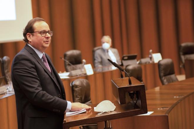 Oberbürgermeister Thomas Kufen bei der Verabschiedung des Vorstands des Seniorenbeirats.