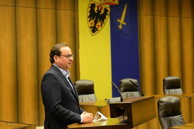"""Oberbürgermeister Thomas Kufen beim heutigen Gespräch zum Thema """"Gesundheitskiosk"""" im Ratssaal."""