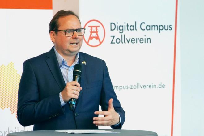 Oberbürgermeister Thomas Kufen beim 1. Weiterbildungskongress Ruhr