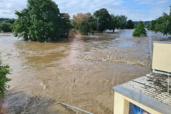 Das Ruhrhochwasser hat das Freibad Steele so heftig wie nie in der Vergangenheit überflutet.