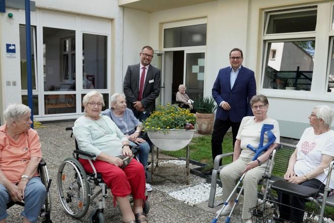 Foto: Als letzte Station der Sommertour besuchte der Oberbürgermeister das Alfried-Krupp-Heim.