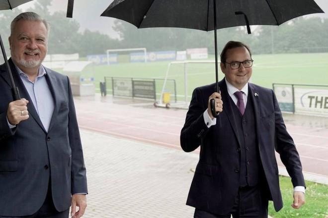 Foto: Oberbürgermeister Thomas Kufen auf seiner Sommertour bei Fortuna Bredeney.