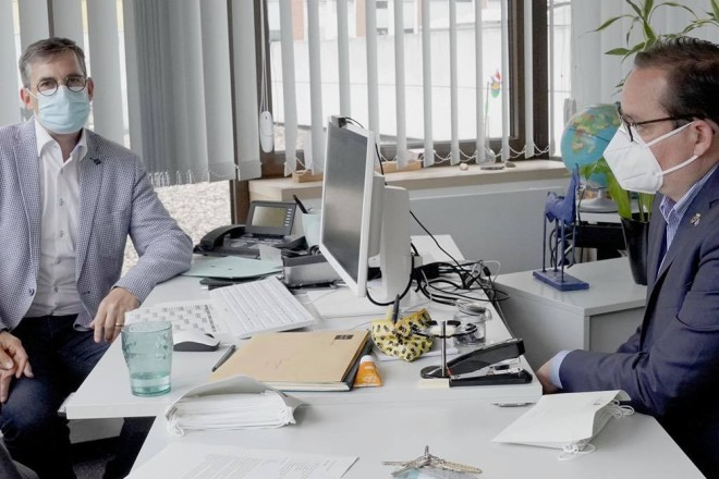 Foto: Besuch im JobCenter Essen Sommertour Oberbürgermeister