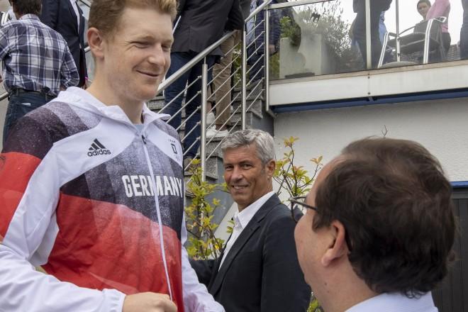 Oberbürgermeister Thomas Kufen gratulierte dem Silbermedaillengewinner am gestrigen Sonntag.