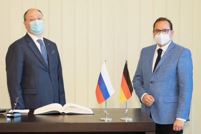 Foto: Alexey Dronov, Generalkonsul der Russischen Föderation, zu Gast bei Oberbürgermeister Thomas Kufen