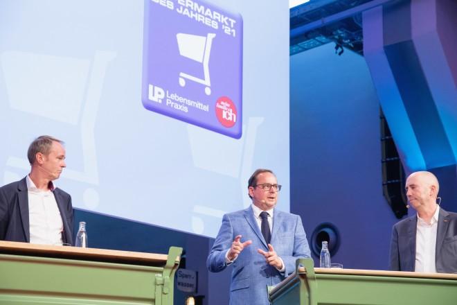 """Oberbürgermeister Thomas Kufen bei der Veranstaltung """"Supermarkt des Jahres 2021 - Menschen und Märkte""""."""