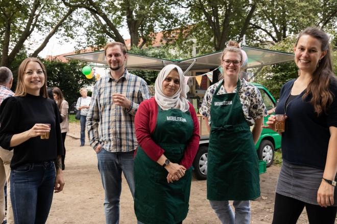 Foto: Veranstalter*innen der Initiative Mobilitea eröffneten mit Tee die Rallye #offengeht durch Kray und Leithe