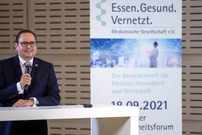 Foto: Oberbürgermeister Thomas Kufen begrüßte die Teilnehmenden zum 6. Essener Gesundheitsforum