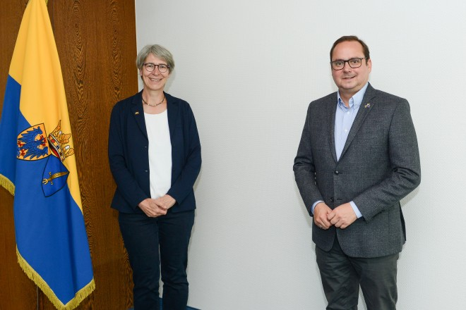 Oberbürgermeister Thomas Kufen mit Staatssekretärin Elke Zimmer.
