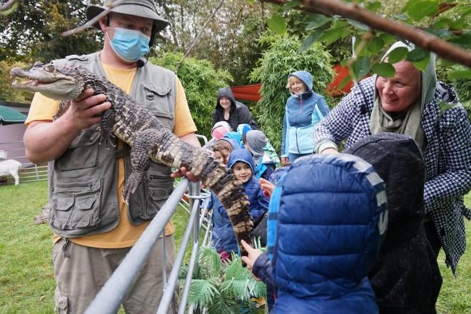 """Das Krokodil """"Schnappi"""" kam bei den Kindern gut an."""
