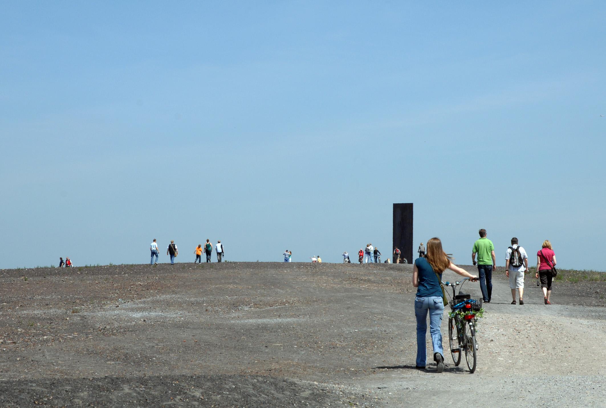Die Schurenbachhalde mit der 15 m hohen Bramme für das Ruhrgebiet des amerikanischen Künstlers Richard Serra.