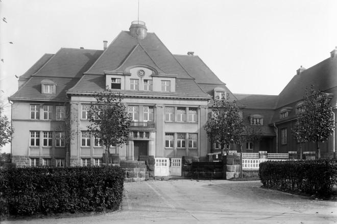 Lyzeum E-Borbeck um 1910 Eröffnung 1913 Architekt: Ludwig Becker ( 1876-1936 )
