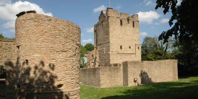 Castle ruins of Burg Altendorf.