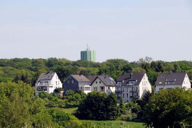 Blick über den Fahrenberg auf den Byfanger Wasserturm