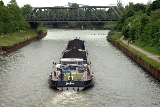 Frachtschiff auf dem Rhein-Herne-Kanal
