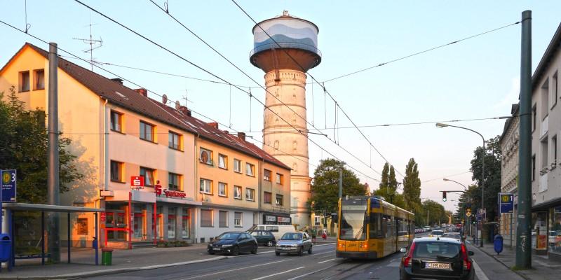 Frintroper Straße mit Frintroper Wassertrum (der eigentlich in Bedingrade steht).