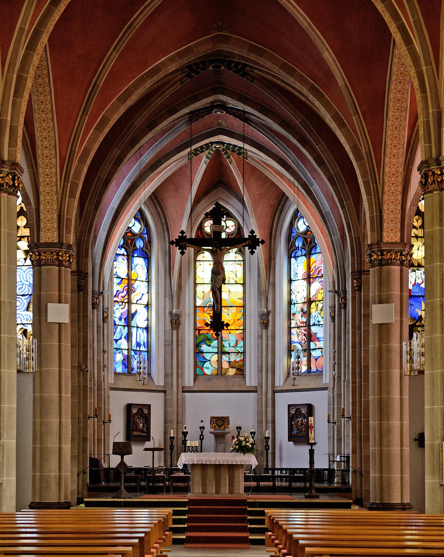 Blick in den Altarraum der St. Josef Kirche