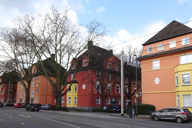 Foto: modernisierte Häuserzeile an der Frohnhauser Straße, nahe Onckenstraße