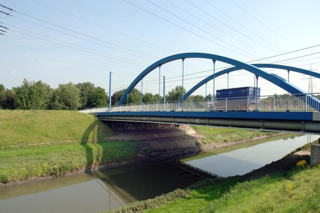 Emscher mit Zweigertbrücke 2008