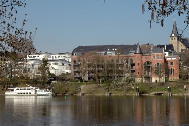 Wohnen am Wasser. Blick auf die ehemalige Scheidtsche Tuchfabrik