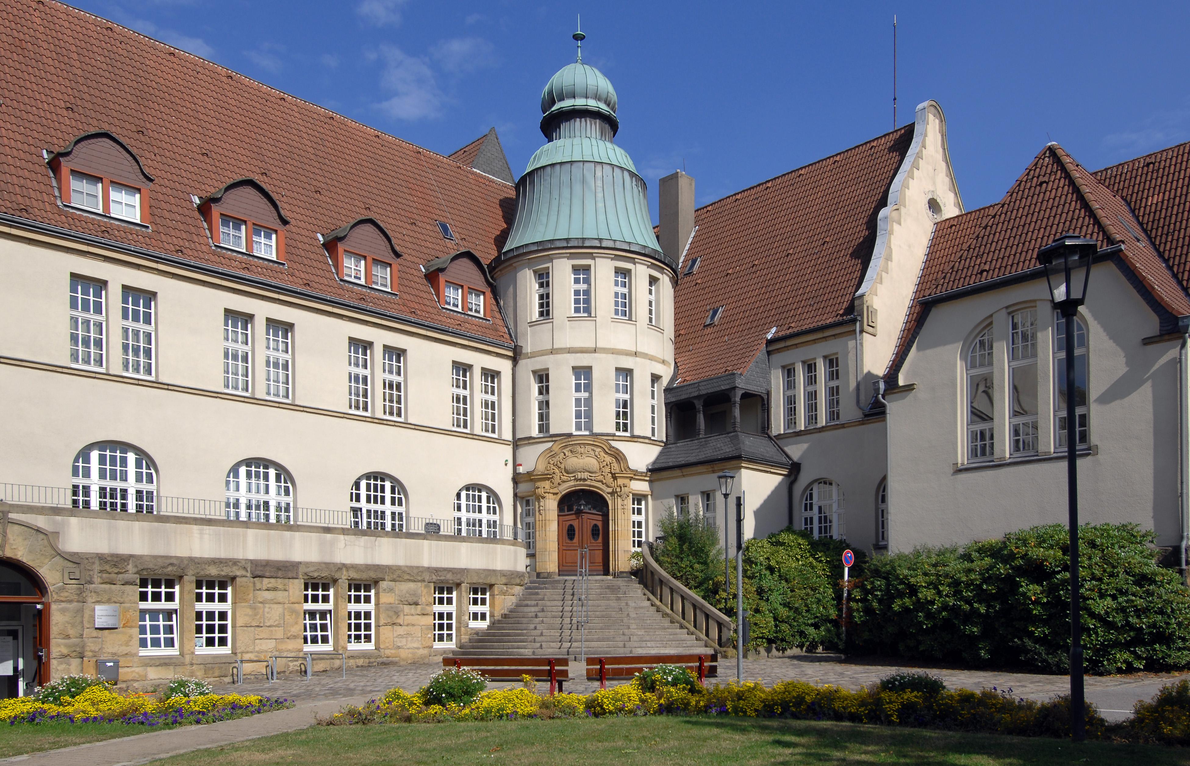 Krayer Rathaus, erbaut 1907 bis 1908. Sitz des Bürgermeisters von Kray-Leithe bis zur Eingemeindung nach Essen im Jahre 1929.