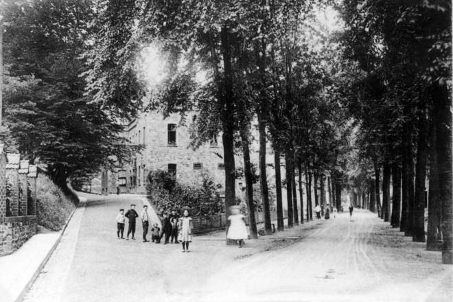 Hauptstraße am alten Rathaus im Jahre 1907