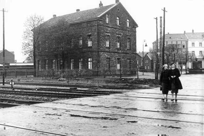 Der Bahnübergang am Kupferdreher Markt in den 30er Jahren