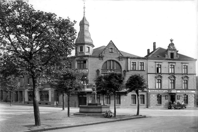 Kupferdreher Markt mit Saalbau Riegels um 1925