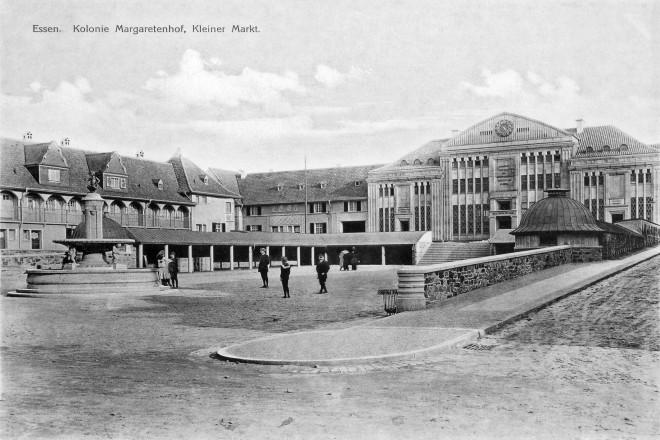 """Marktplatz Margarethenhöhe um 1915, Repro v. Druck, Aufschrift: """"Essen. Kolonie Margarethenhof, Kleiner Markt"""""""