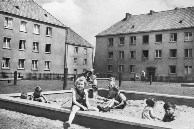 Kinderspielplatz in der Allbausiedlung Schlenhofstraße Nordviertel 1952