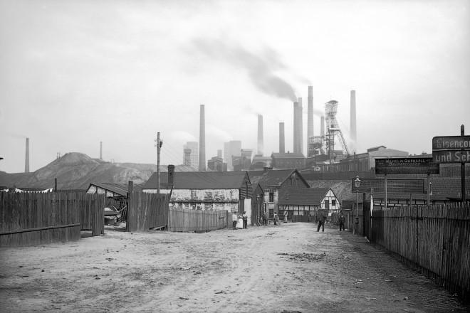 Bohrerstraße, Blick nach Norden auf die Zeche Victoria Mathias, 1911