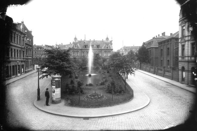 Essen-Ostviertel, Alfrediplatz mit Springbrunnenanlage, Juni 1897