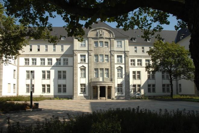 Universität Duisburg- Essen An der Schützenbahn