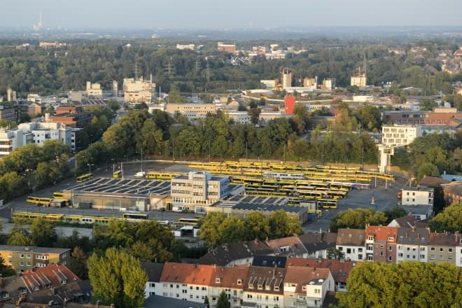 Blick vom Rathaus auf den Betriebshof der Ruhrbahn an der Goldschmidtstraße