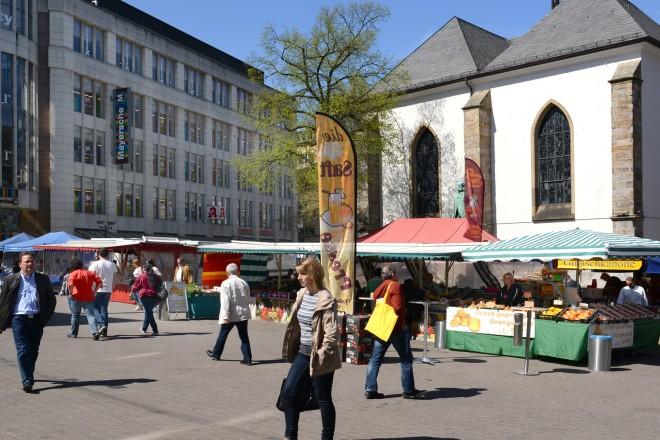 Foto: Wochenmarkt vor der Marktkirche