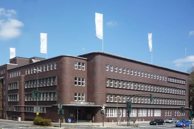 Verbandsgebäude des Regionalverband Ruhr (RVR) an der Kronprinzenstraße. Der architekturgeschichtlich bedeutende Klinkerbau des Architekten Alfred Fischer wurde 1929 eingeweiht, 1985 wurde es als herausragendes Beispiel der Reformarchitektur in den Rang eines Baudenkmals erhoben.